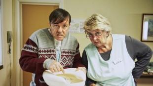 Ricky Gervais og kvinnelig kollega i Derek (Foto: Netflix).