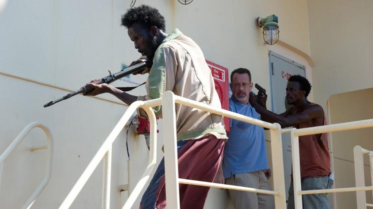 Mahat Ali (t.v.), Tom Hanks og Faysal Ahmed i Captain Phillips (Foto: United International Pictures).