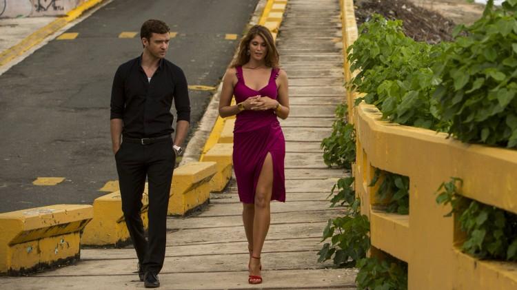 Det oppstår søt musikk mellom Justin Timberlake og Gemma Arterton i Runner Runner (Foto: Twentieth Century Fox Norway).