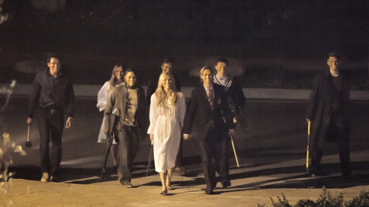 En skummel og blodtørstig gjeng truer en familie i The Purge (Foto: United International Pictures).