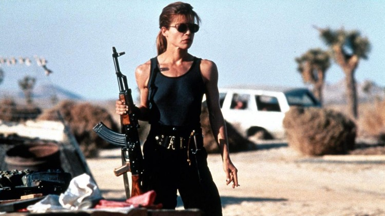 Linda Hamilton som Sarah Connor i Terminator 2: Dommens dag fra 1991. (Foto: TriStar Pictures)).