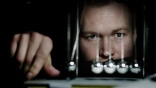 Christian Rubeck viser troverdige psykopatiske tendenser i Amnesia (Foto: Tappeluft Productions).