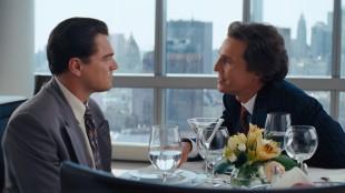Leonardo DiCaprio får gode råd av Matthew McConaughey i The Wolf on Wall Street (Foto: UIP).