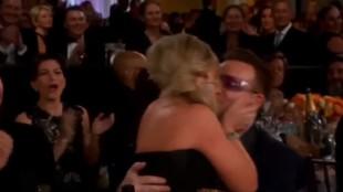 Amy Poehler klinte til med Bono i et svakt øyeblikk. (Foto: NBC)