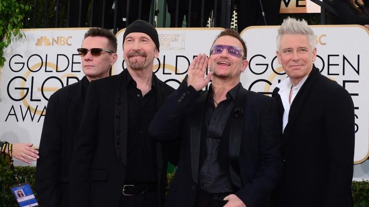 """Bandet U2 vant pris for beste sang til en spillefilm – """"Ordinary Love"""" fra filmen «Mandela: Long Walk to Freedom». (Foto: AFP PHOTO / Frederic J. BROWN)"""