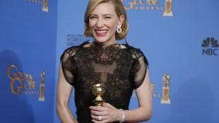 Cate Blanchett etter å ha mottatt prisen for beste kvinnelige hovedrolle i en dramafilm. (Foto: REUTERS/Lucy Nicholson)