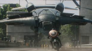 Kjørende helt mot flygende fartøy i Captain America: The Winter Soldier (Foto: Twentieth Century Fox Norway).