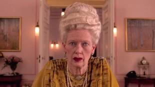 Ja, dette er faktisk Tilda Swinton, slik hun ser ut i The Grand Budapest Hotel (Foto: 20th Century Fox).