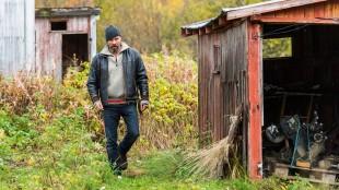 Stig Henrik Hoff er god som Aslak Eira i Glassdukkene (Foto: Ørjan Bertelsen/ SF Norge AS).