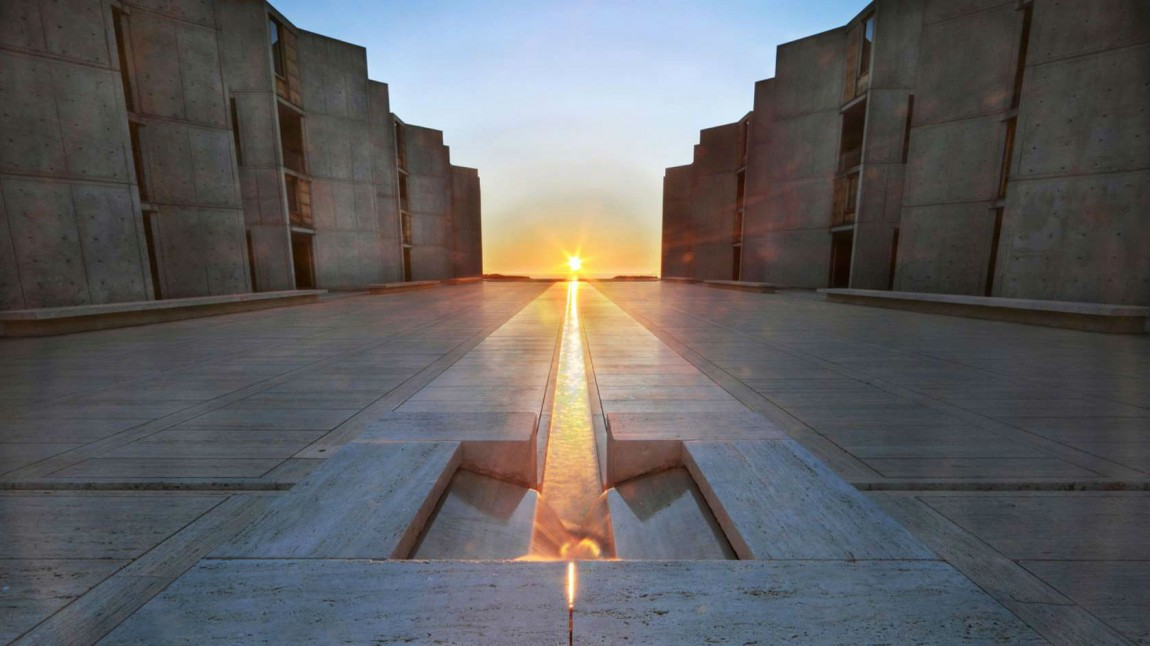 Salk-instituttet i California ble designet av arkitekten Louis Kahn. Bilde fra «Cathedrals of Culture». (Foto: Mer film/Neue Roadmovies)