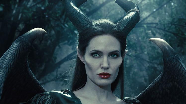 Når Maleficent mister vingene sine, bryter helvete løs i eventyrland.  (Foto: The Walt Disney Company Nordic).