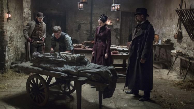 Et spesielt lik blir obdusert av en spesiell doktor i Penny Dreadful. (Foto: HBO Nordic).