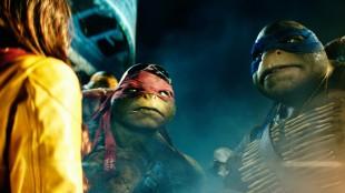 Fra en av mange pratescener i Teenage Mutant Ninja Turtles (Foto: United International Pictures).