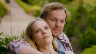 Marie (Ane Dahl Torp) faller for Pi (Laurent Stocker) i 1001 gram (Foto: Norsk Filmdistribusjon).