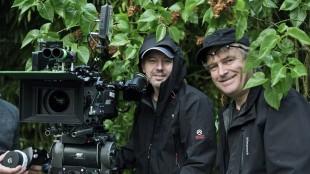 Bent Hamer (t.h.) og fotograf John Christian Rosenlund på settet til 1001 gram (Foto: Norsk Filmdistribusjon).