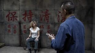 Scarlett Johansson blir kastet ut i voldsspiral i Lucy (Foto: United International Pictures).
