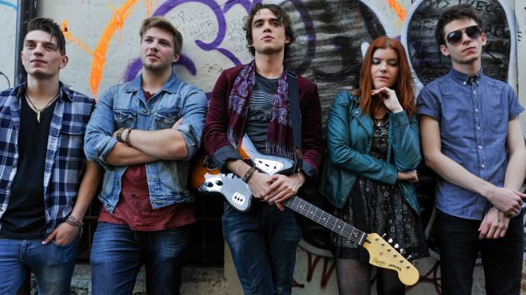 Punkrockbandet til Adam slår gjennom og får platekontrakt i If I Stay. (Foto: SF Norge)