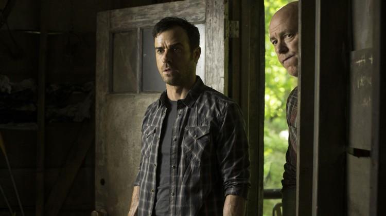 Kevin oppdager mørke sidere ved seg selv i episode 8 av The Leftovers. (Foto: The Leftovers).