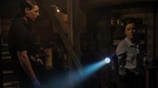 Patrick Fugit og Kim Dickens spiller politietterforskerne på saken i Gone Girl (Foto: 20th Century Fox).