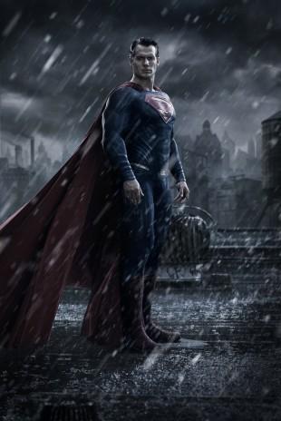 Henry Cavill spiller Superman i minst tre filmer de kommende årene. Her fra en plakat for «Batman vs. Superman: Dawn of Justice» (2017). (Foto: Warner Bros.)
