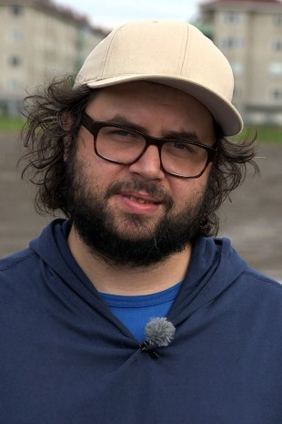 Izer Aliu er regissør og manusforfatter. (Foto: NRK).