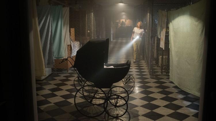 I 'Annabelle' er det flere åpenbare pek mot skrekkfilmklassikeren Rosemary's Baby, slik som i denne scenen. (Foto: Warner Bros. Pictures/ SF Norge).
