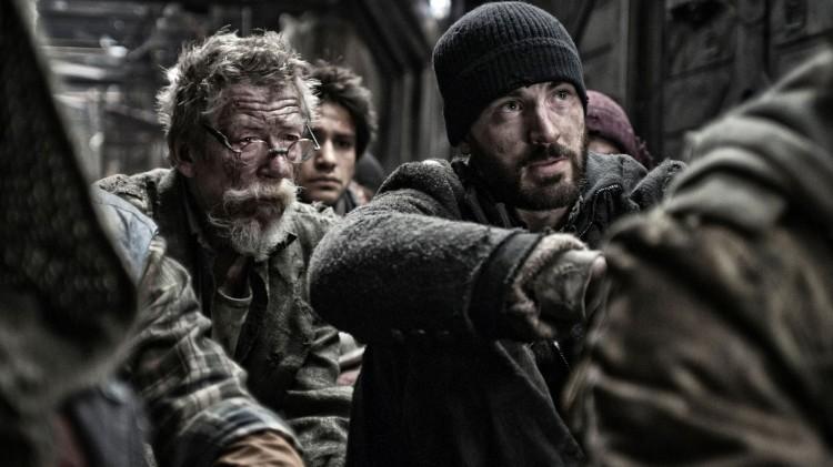 John Hurt spiller den gamle lederen for de fattige passasjerene, som Chris Evans rollefigur må ta over for. (Foto: ActionFilm).