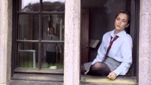 Sarah-Sofie Boussnina spiller den unge Kirsten i Fasandreperne (Foto: Zentropa / Nordisk Film Distribusjon).
