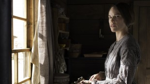 Hillary Swank spiller Mary Bee Cuddy i The Homesman (Foto: Scanbox).