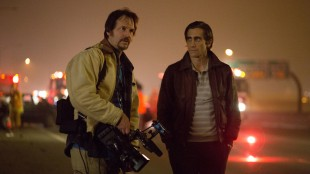 Joe Loder (Bill Paxton) og Louis Bloom (Jake Gyllenhaal) er konkurrenter i Nightcrawler (Foto: SF Norge AS).