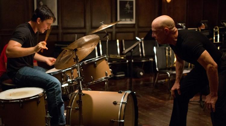 Andrew (Miles Teller) holdes under strengt oppsyn av dirigent Terrence Fletcher (J.K Simmons) (Foto: United International Pictures)