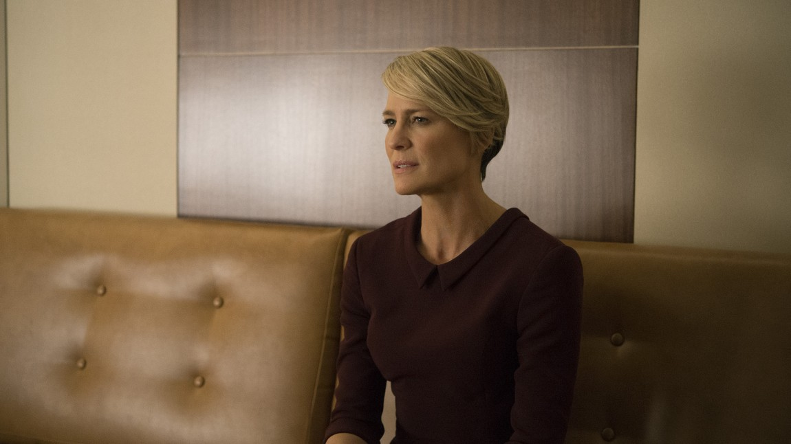 Claire Underwood (Robin Wright) inntar en mer ambisiøs rolle som førstedame. Hun ønsker ikke å være totalavhengig av sin manns politiske karriere. (Foto: Netflix)