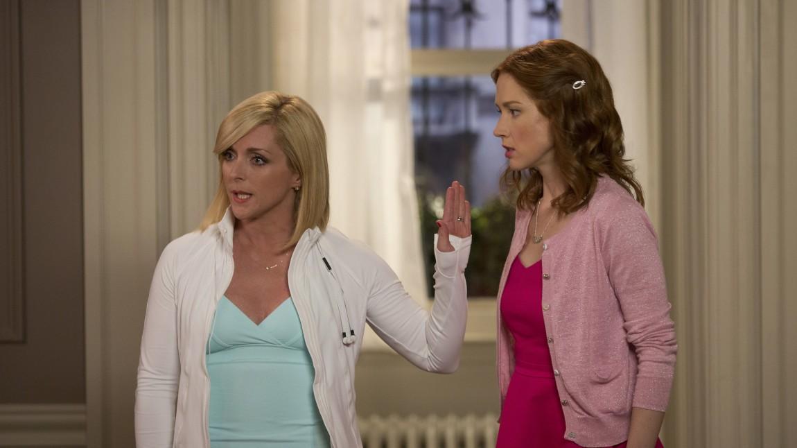 Jacqueline Voorhes (Jane Krakowski) er stemor i en rik familie på Manhatten og sjefen til Kimmy Schmidt (Ellie Kemper). (Foto: Netlix)