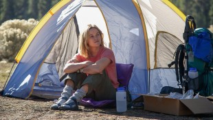 Cheryl (Reese Witherspoon) har teltet for natten i Wild (Foto:  Fox Film).