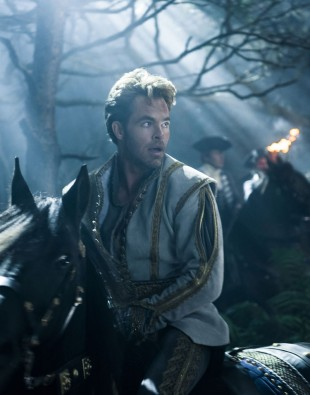 Chris Pine som den overfladiske prinsen i Into the Woods. (Foto: Disney Enterprises, Inc.).