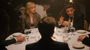 Anna (Jessica Chastian) og Abel (Oscar Isaac) på avgjørende middag i A Most Violent Year (Foto: Norsk Filmdistribusjon).