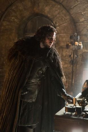 Jon Snow begynner endelig å vise hva han er god for i sesong fem. (Foto: HBO Nordic).
