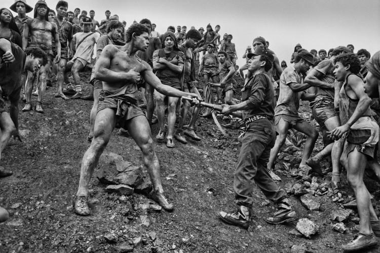 Serra Palada, Mina D'or, 1986. © Sebastião SALGADO / Amazonas images