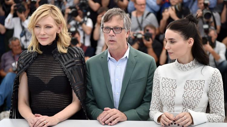 Skuespiller Cate Blanchett, regissør Todd Haynes og skuespiller Rooney Mara fra filmen Carol poserer foran fotografer i Cannes (Foto: AFP PHOTO / BERTRAND LANGLOIS).