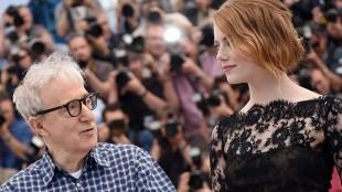 Woody Allen og Emma Stone før en pressekonferanse i Cannes (Foto: AFP PHOTO / BERTRAND LANGLOIS).