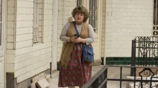 CIA-agenten Susan (Melissa McCarthy) i en av sine mange forkledninger i Spy (Foto: Twentieth Century Fox Norway).