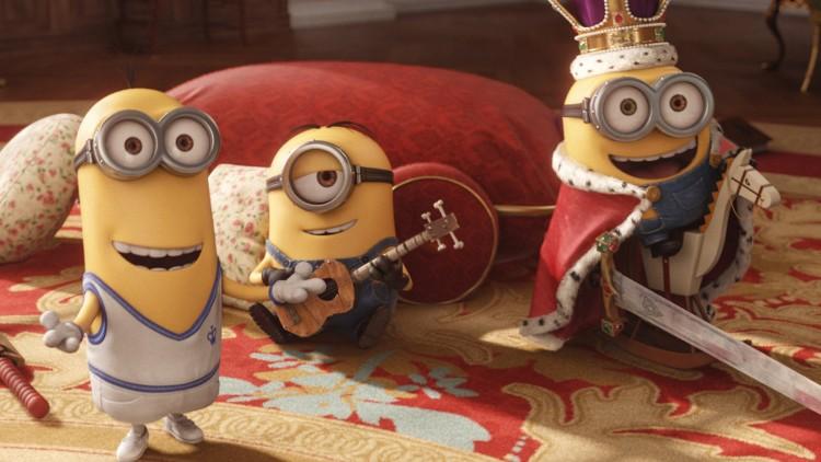 Stuart, Kevin og Bob har det kongelig gøy i Minions (Foto: United International Pictures).