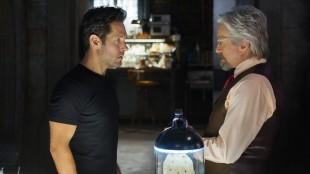 Scott Lang (Paul Rudd) slår til påå tilbudet fra Dr. Hank Pym og blir Ant-Man. (Foto: The Walt Disney Company Nordic)