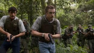 Agenter på jakt. Steve Murphy (Boyd Holbrook) i front og Javier Peña (Pedro Pascal) hakk i hel. (Foto: Netflix).