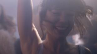 Laia Costa spiller en god og intens hovedrolle i En natt i Berlin (Foto: Arthaus).