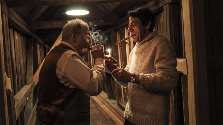 Bjørn Sundquist spiller agenten til skuespilleren Jeppe (Helge Jordal) i Høst (Foto: Europafilm AS).