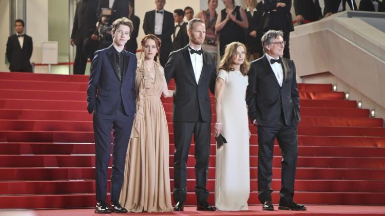 Devin Druid, Rachel Brosnahan, Joachim Trier, Isabelle Huppert, Gabriel Byrne kastet glans over Louder Than Bombs i Cannes (Photo by Vianney Le Caer/Invision/AP).