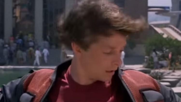 Jakken til Marty har innebygd hårføner som slår seg på hvis han blir våt.  (Foto: Universal Pictures).