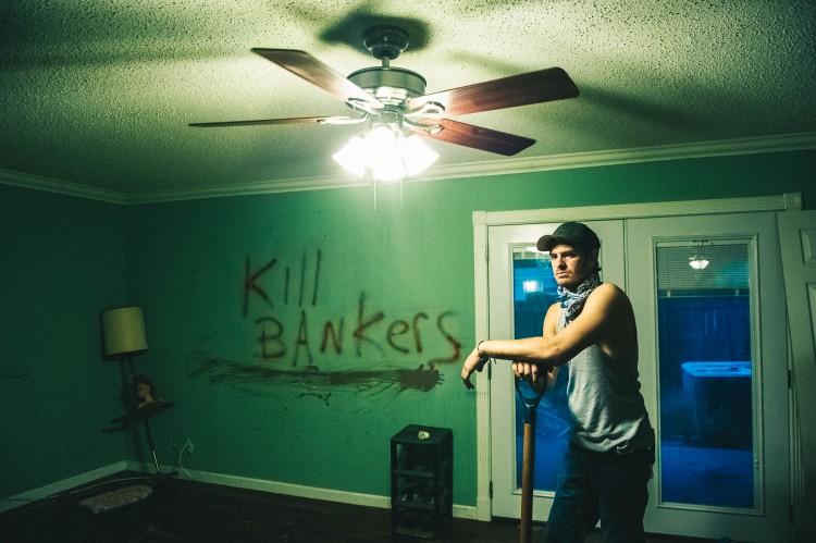 Andrew Garfield storspiller i dramaet 99 Homes (Foto: Norsk Filmdistribusjon).
