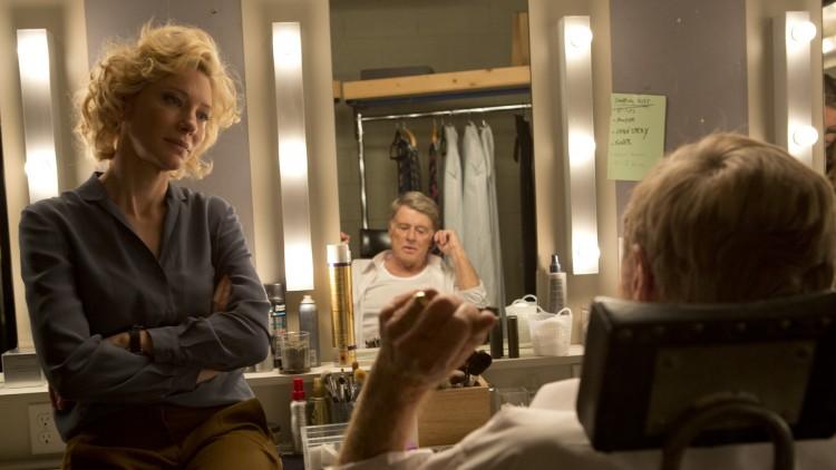 Produsent Mary Mapes (Cate Blanchet) med ankermann Dan Rather (Robert Redford) i Truth (Foto: Norsk Filmdistribusjon).